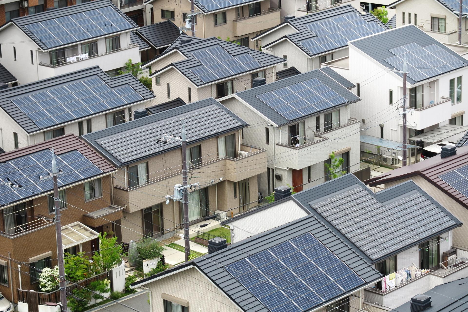 太陽光パネルを設置している屋根の塗り替えはどうなるの?