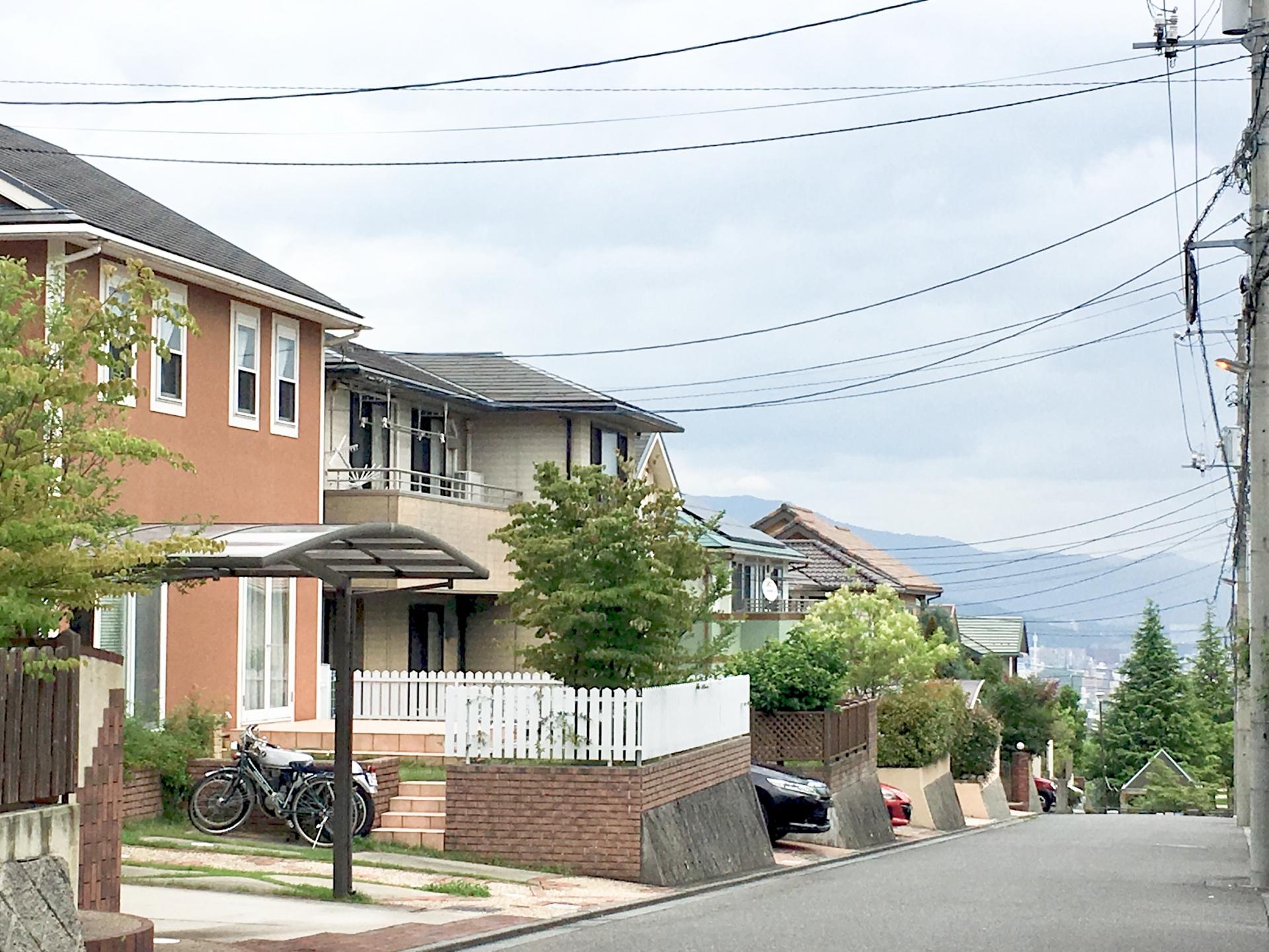 外壁塗装は地元の塗装専門店に依頼する?大手のハウスメーカーに依頼する?