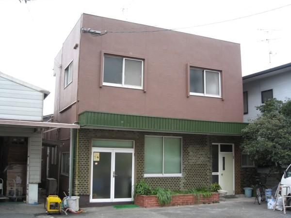 5/9完成です。福岡市東区・ヤスヒロ商会様 外壁塗装工事・屋根葺き替え工事