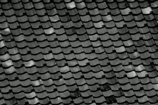瓦の屋根って塗装は必要なの?サムネイル